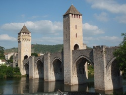 Cahors-valentre_-_Vallee_du_Lot.jpg