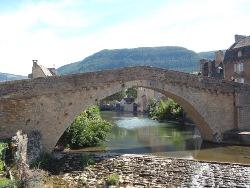 Vallee_du_Lot_-_pont_vieux_Mende.jpg