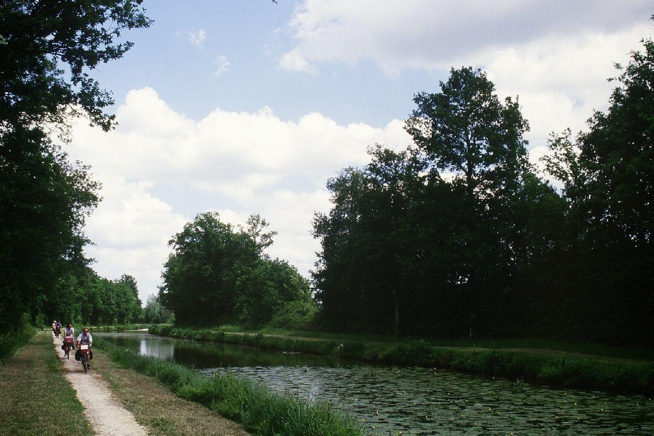 canal_d_orleans_sur_le_chenal_de_partage_des_eauxmdelmotte.jpg
